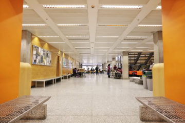Sir Alexander Fleming Building concourse full of students